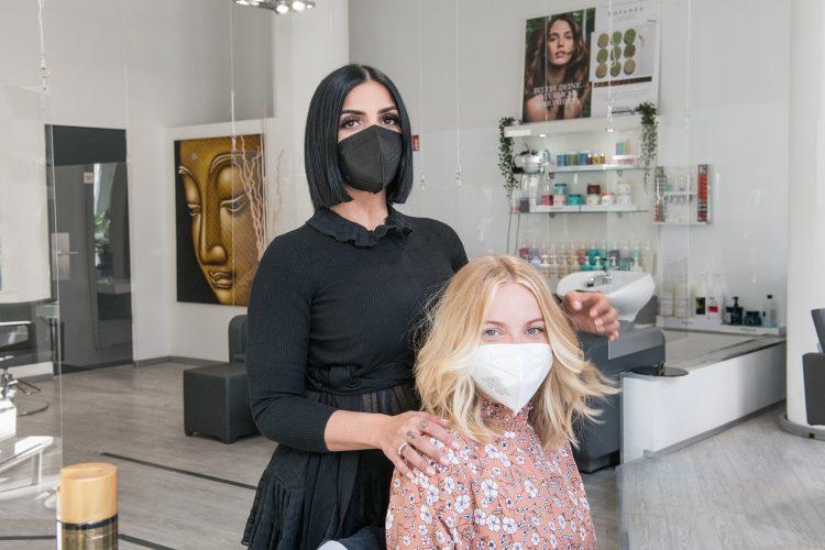 Friseur Bonn - Friseurin und Kundin mit Masken