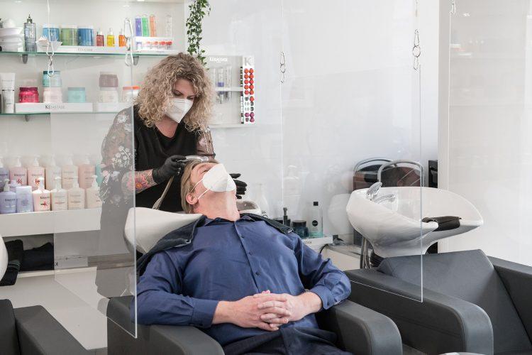 Friseur Bonn - Haare waschen im Salon